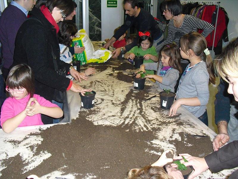 Taller de huerto para niños en el CIAR