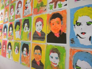 Los peques hacen cuadros que nada tienen que envidiar a Andy Warhol