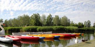 las barcas en el parque del agua